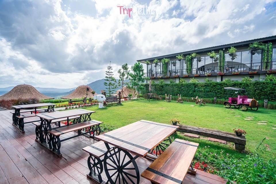 At Tree Resort & Restaurant