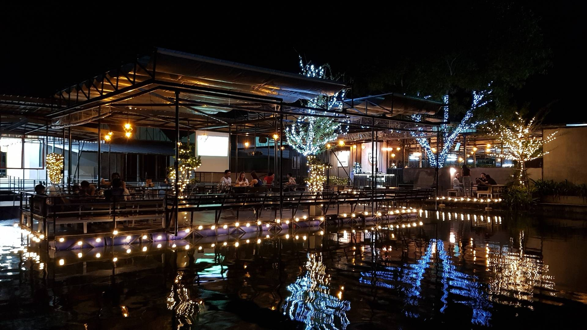 เดอะ ลากูนบุฟเฟ่ต์แอนด์บาร์ Tha Lagoon Buffet&Bar