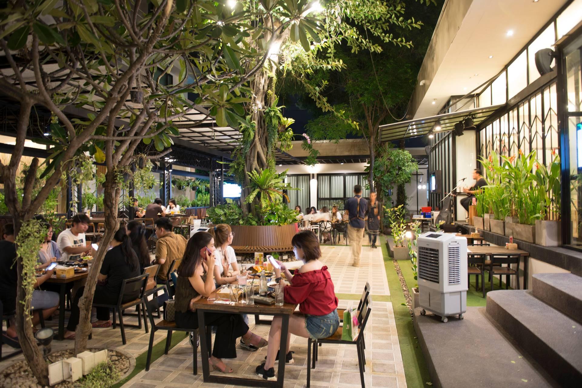 Eatiny Café & Bistro khonkaen