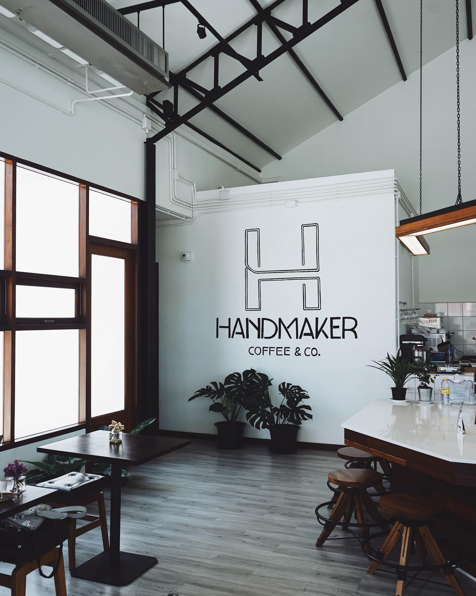 Handmaker Coffee & Co. ราชพฤกษ์