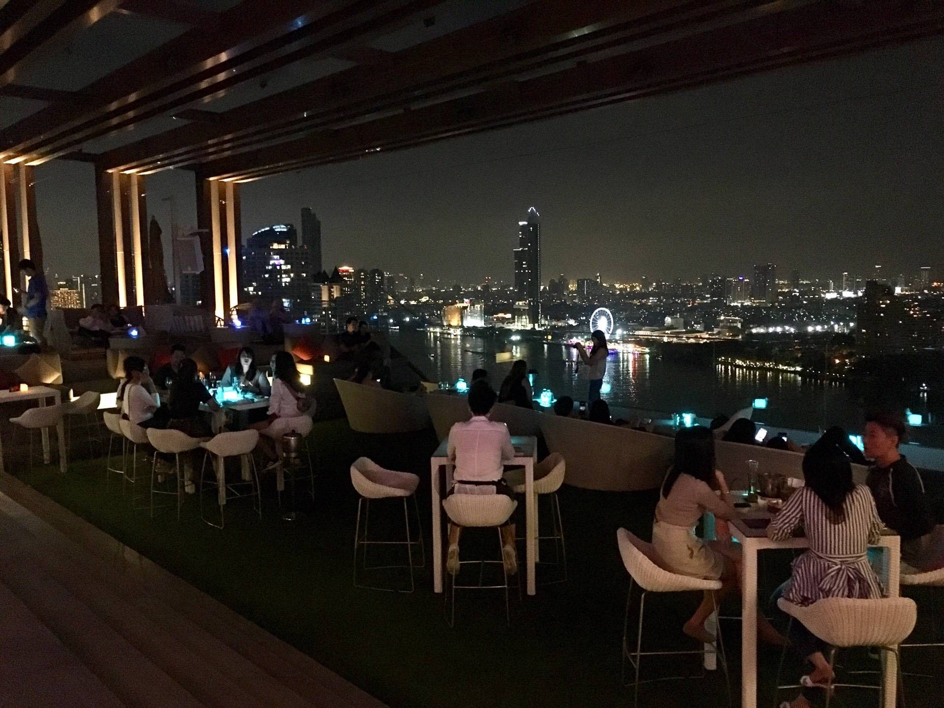ATTITUDE ROOFTOP BAR & RESTAURANT Avani Hotel