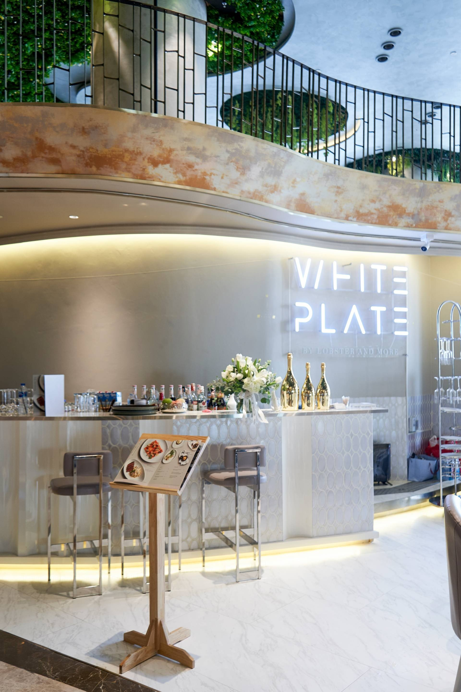 White Plate By Lobster & More Icon siam