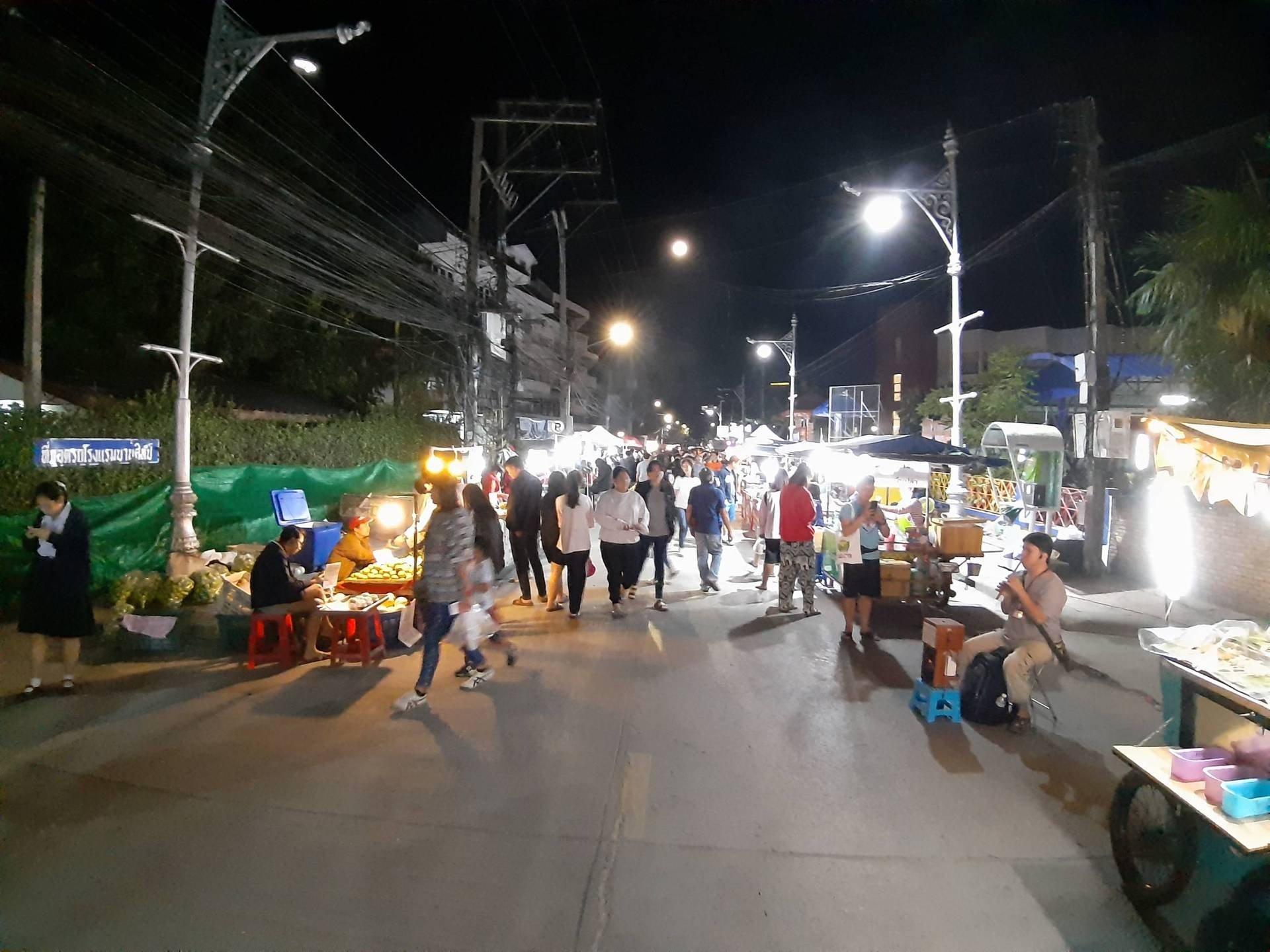 ถนนคนม่วน