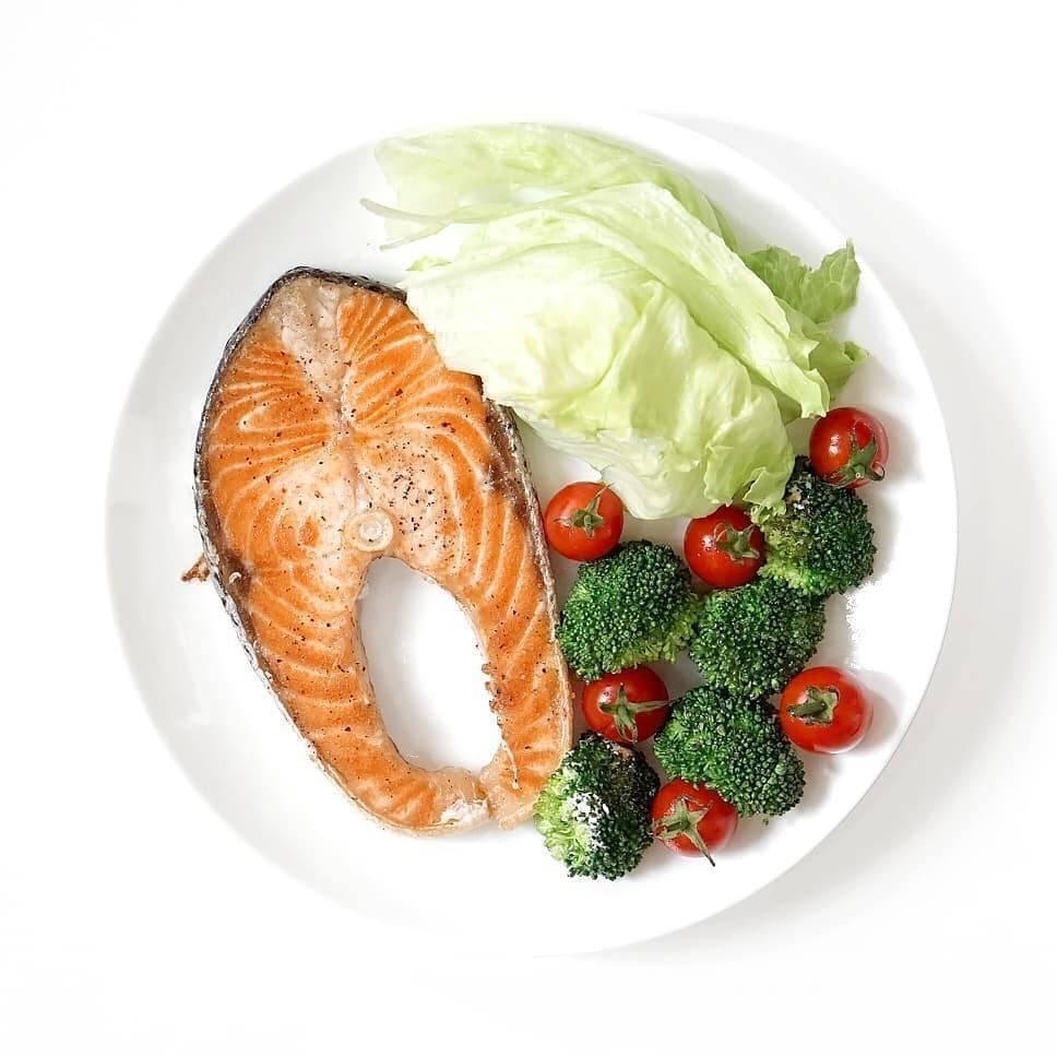 สเต๊กปลาแซลมอนย่างเกลือ