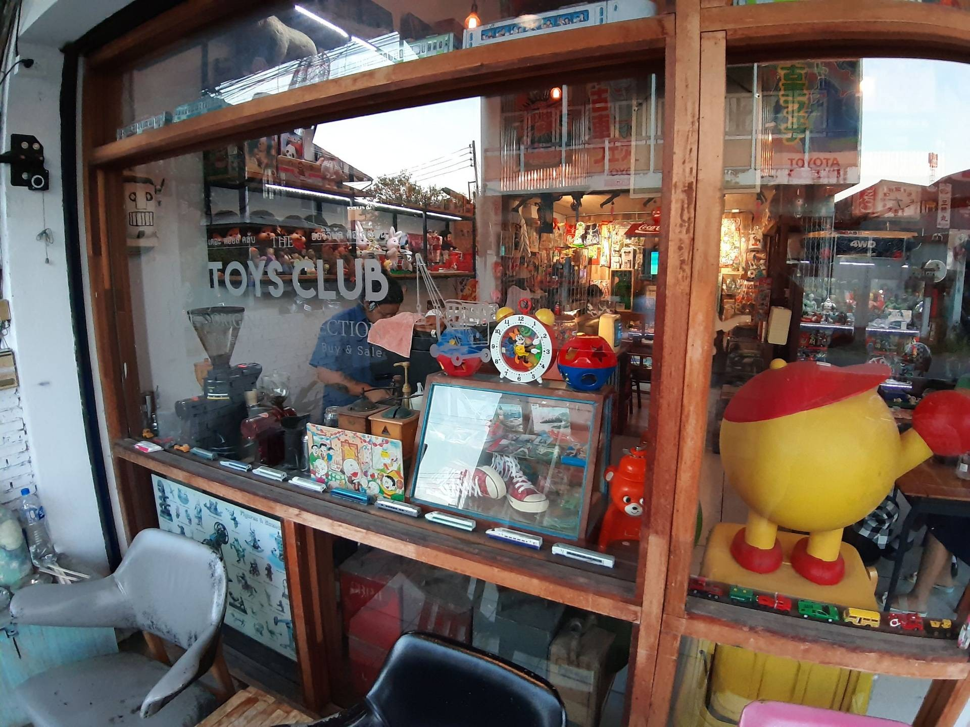 Toy Shop & บดิศร Slow Bar