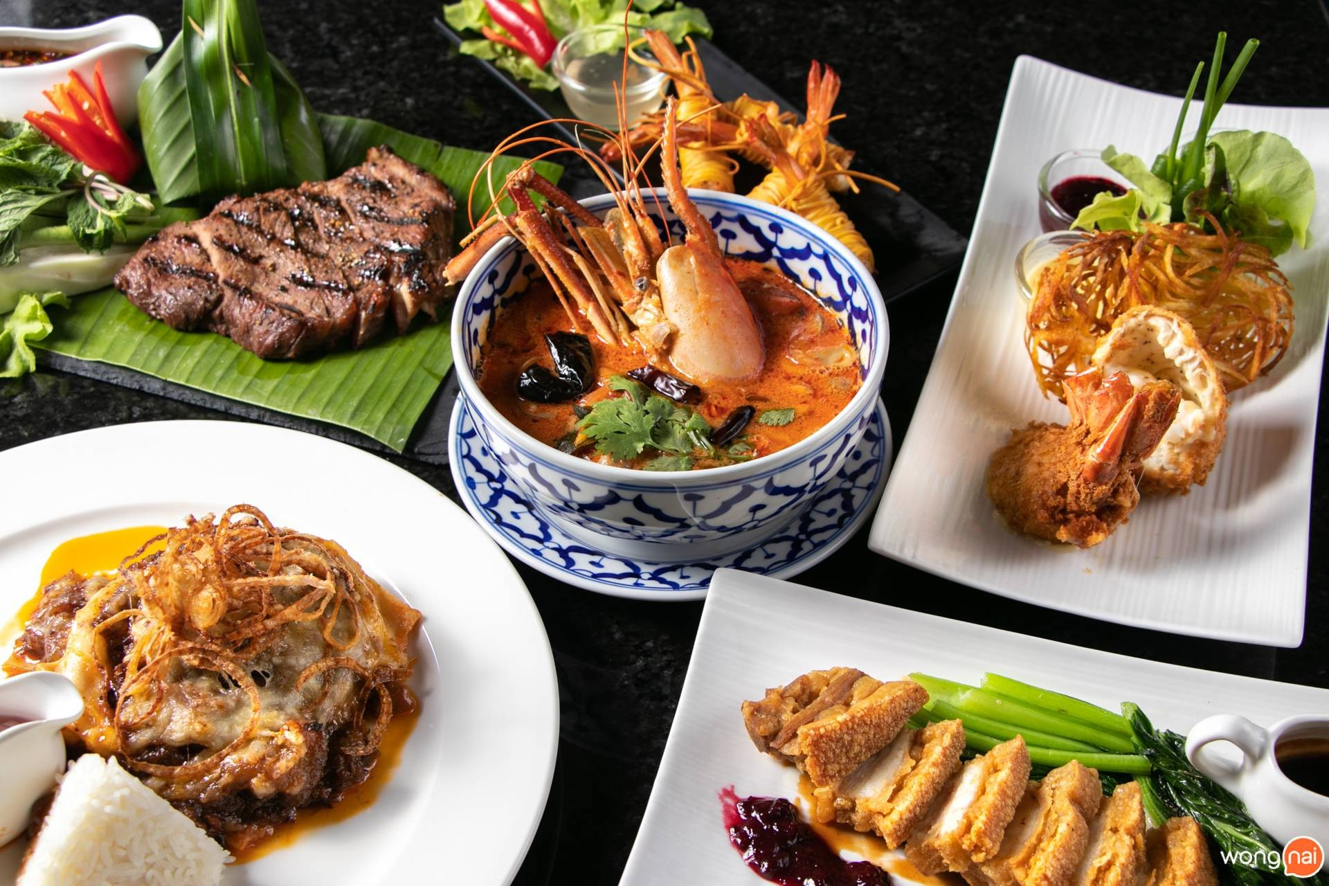 อาหารไทย หมูกรอบ ผัดไทย อาหารฝรั่ง THER Dining & Bar