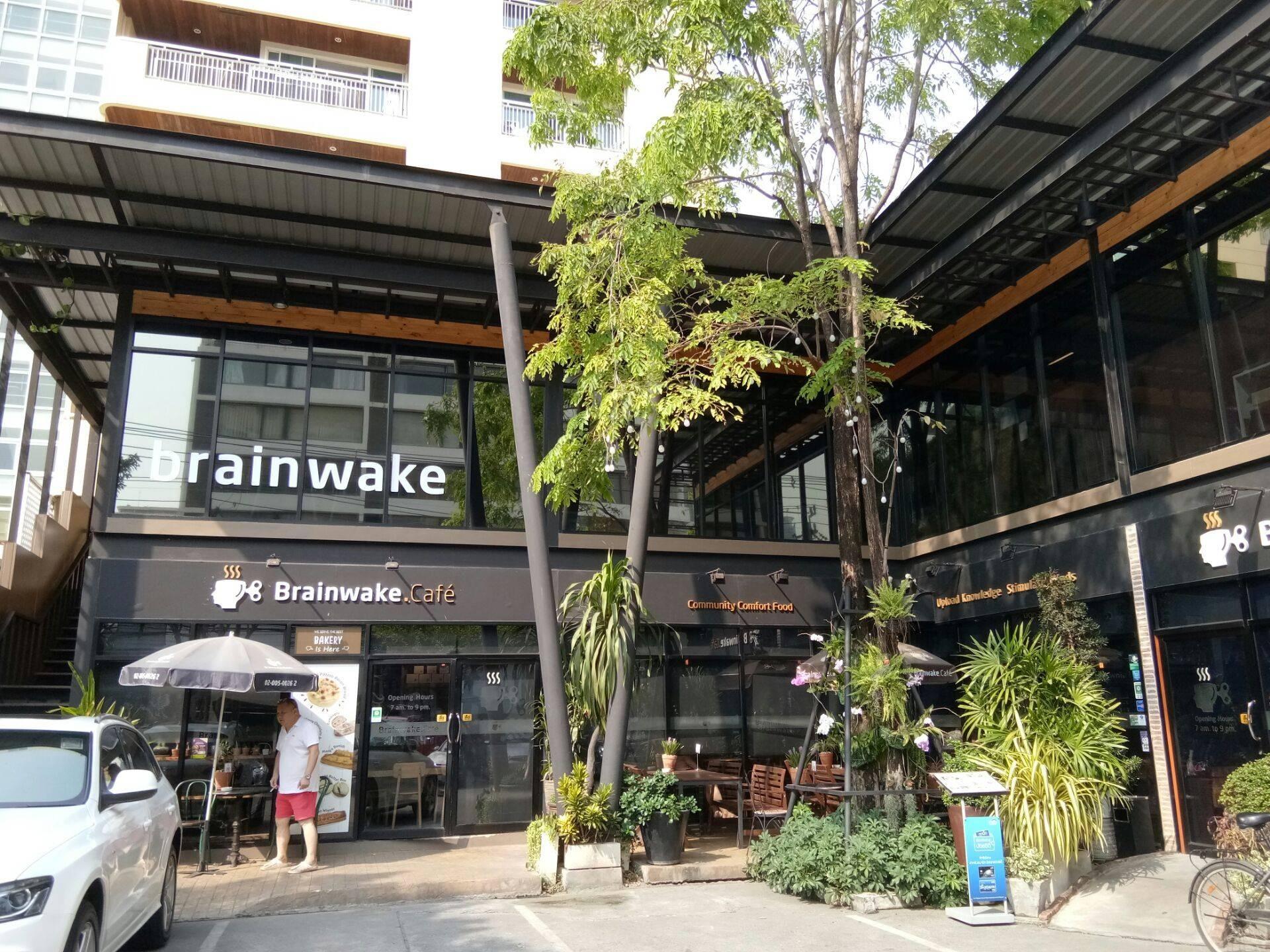 Brainwake Cafe สุขุมวิท 33