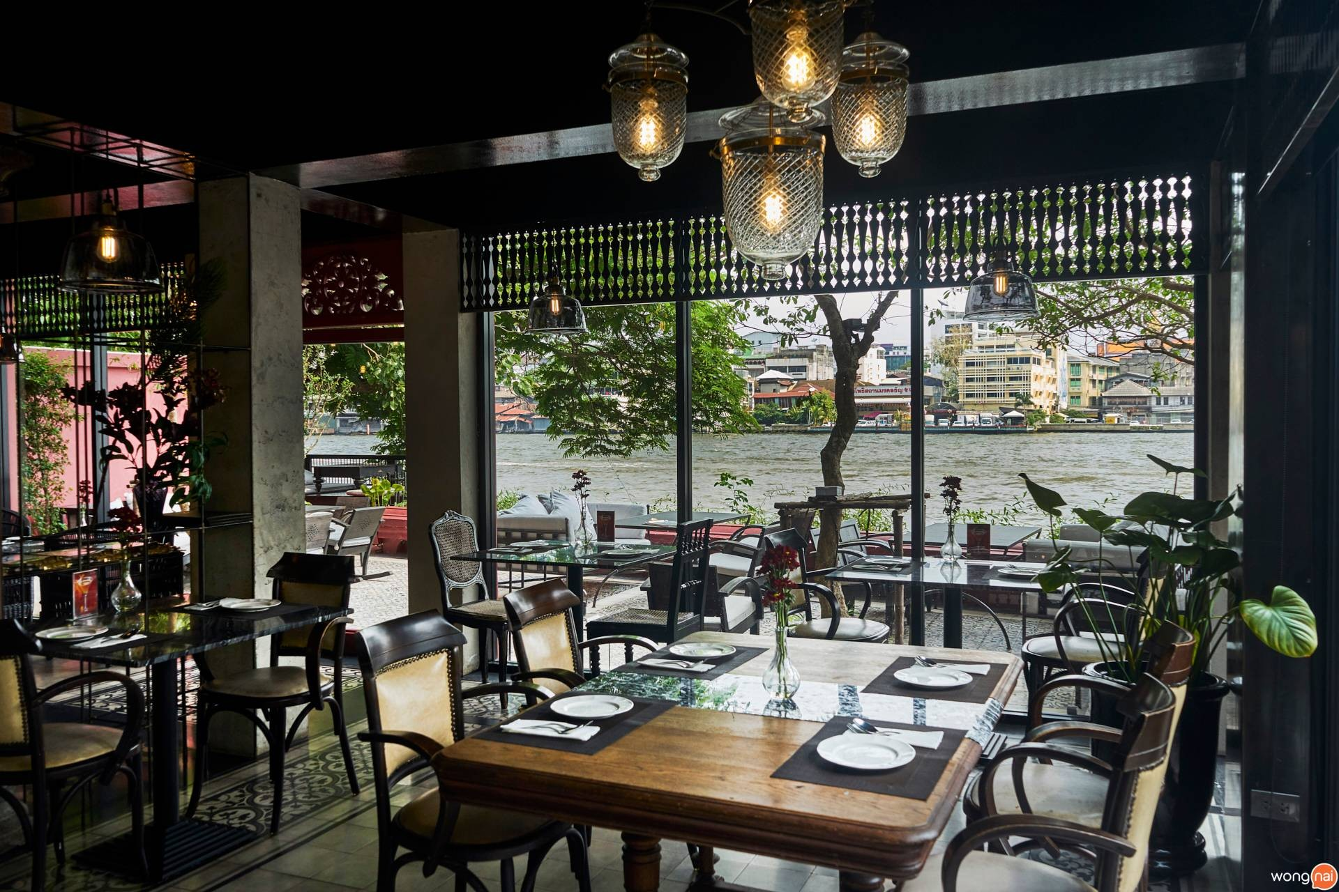NYE Caféstaurant โรงแรมอัมแดง