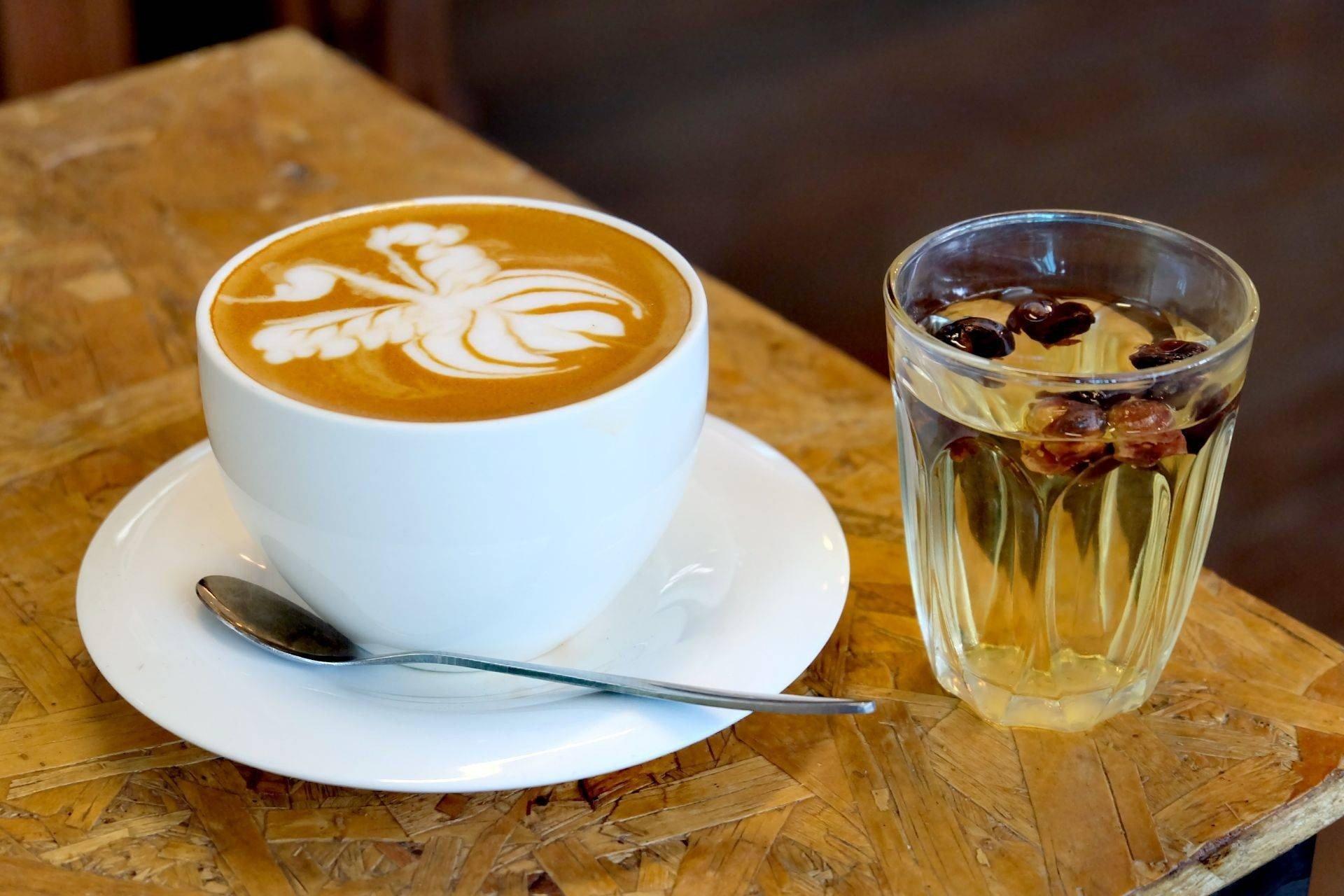 เสริฟพร้อมชาเปลือกกาแฟ