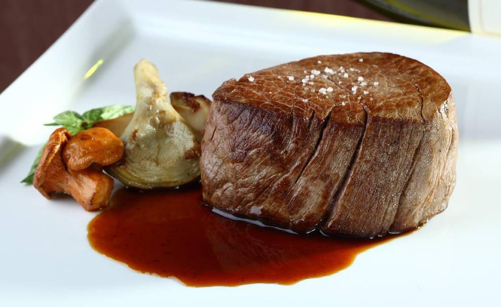 Rib Room and Bar Steakhouse โรงแรมแลนด์มาร์ค กรุงเทพฯ