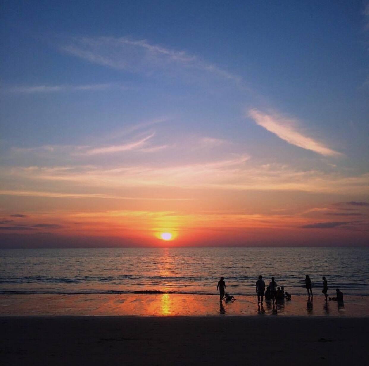 พระอาทิตย์ตกดินที่หาดบางสัก