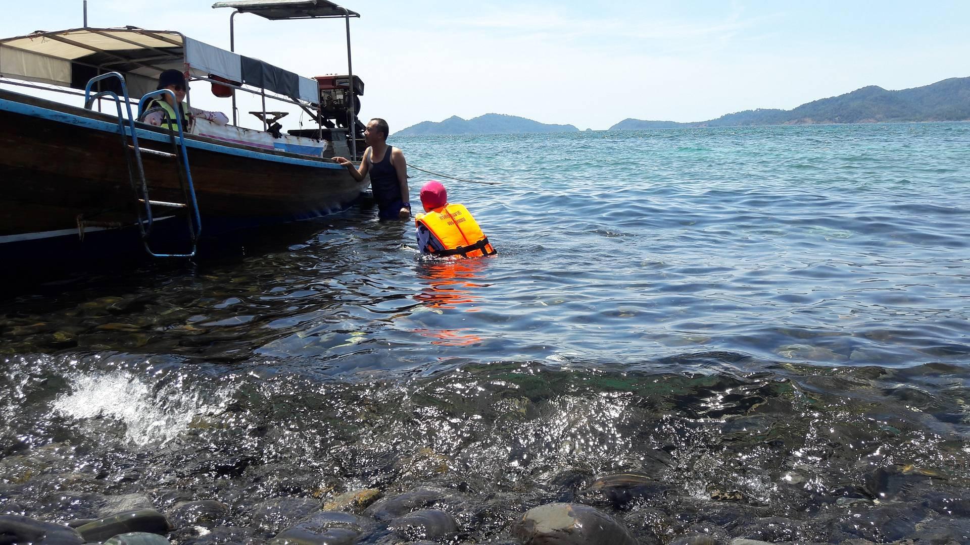บริเวณรอบเกาะหินสวย น้ำใส