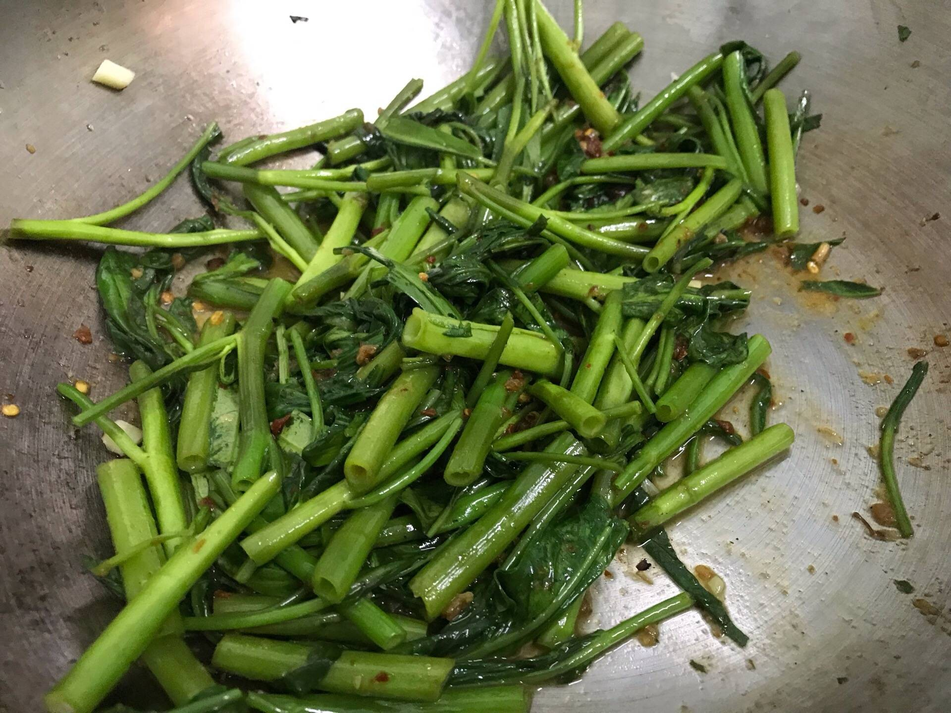 ผัดผักบุ้งน้ำพริกเผา