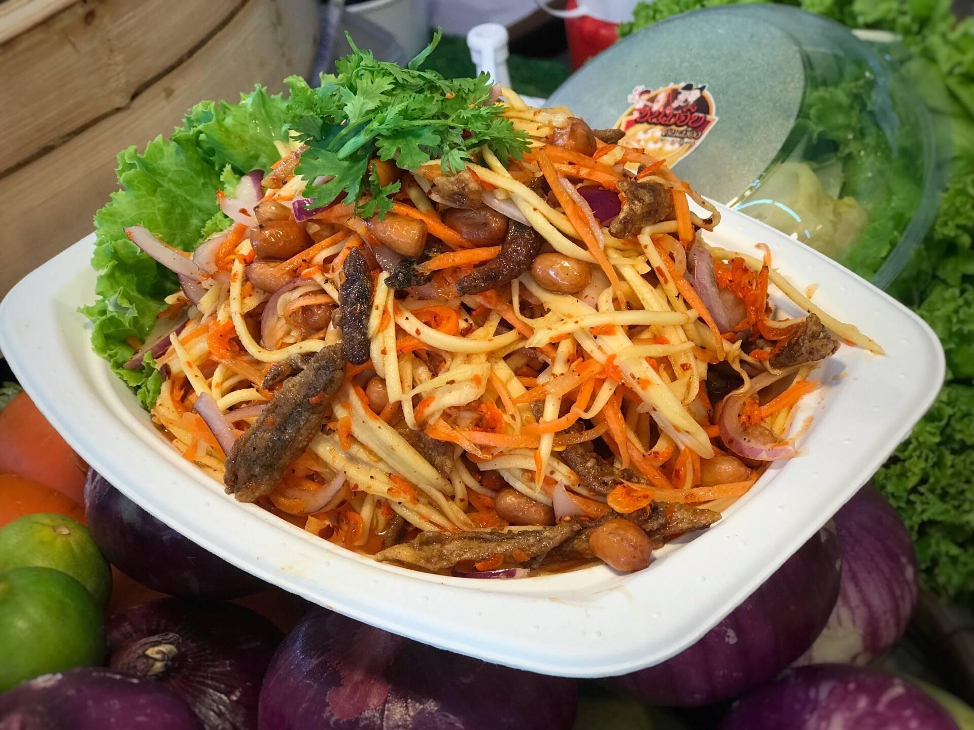 Thai style salad ยำไข่ดาว ขนมจีบคนเมือง ถนนคนเดินเชียงใหม่