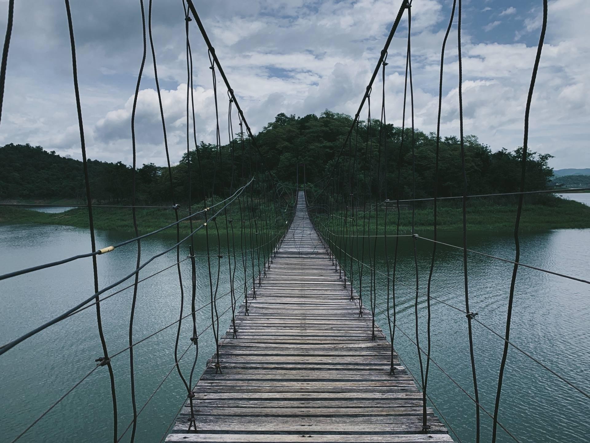 สะพานแขวน ตอนเราไปอากาศค่อนข้างร้อนชื้นแนะนำให้พกร่มหรือหมวกไปด้วยนะคะ