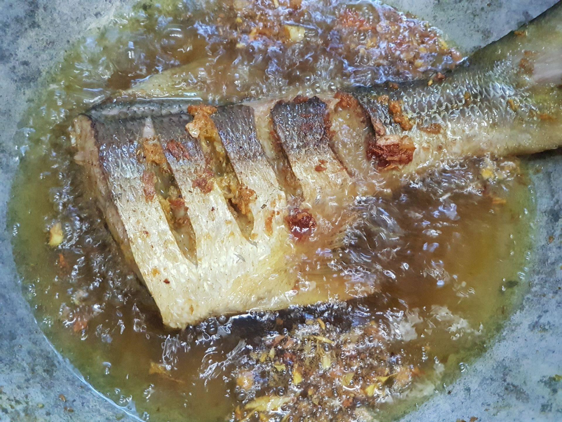 ปลากุเลาทอดขมิ้น