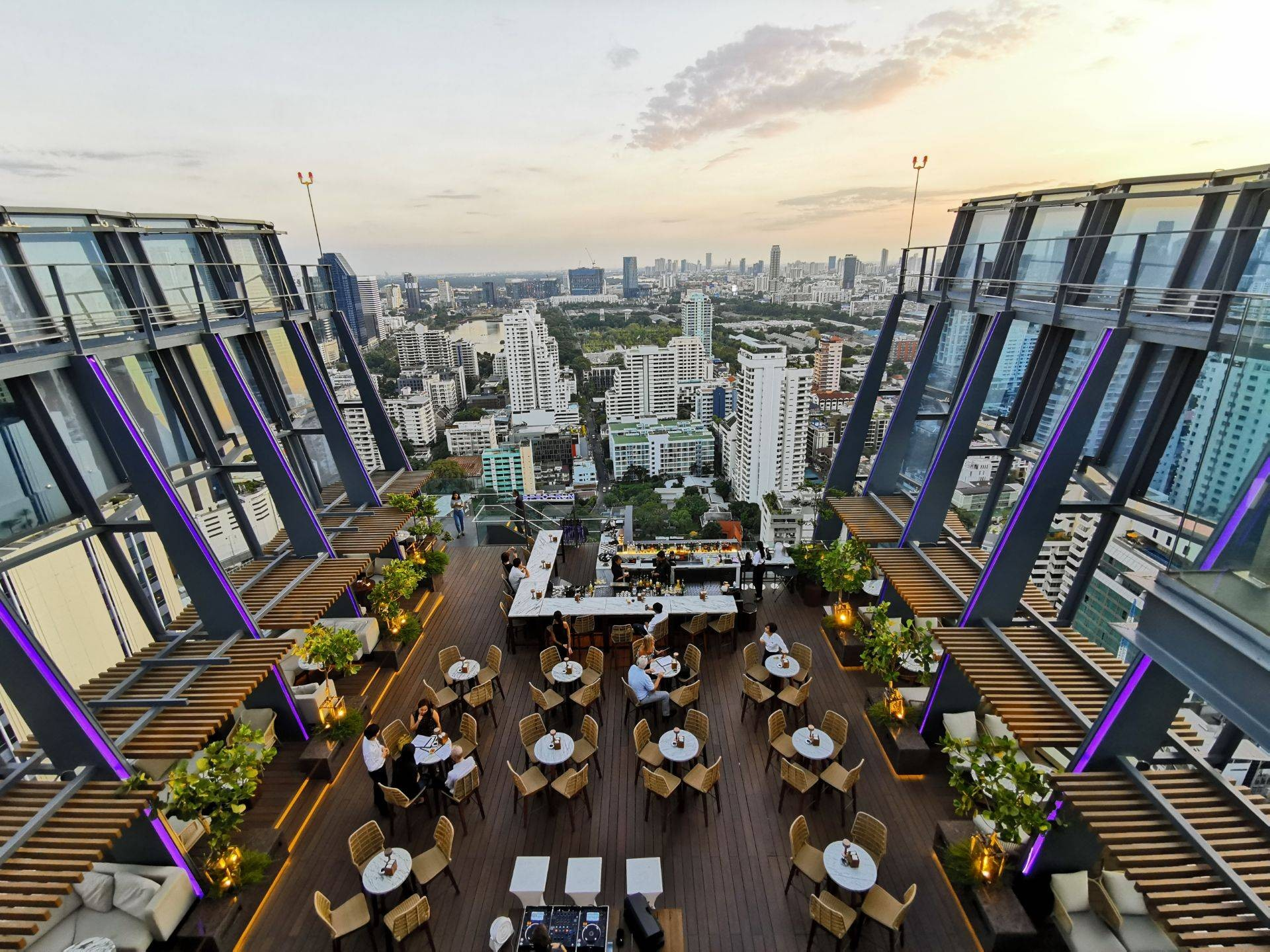 Spectrum Lounge & Bar Hyatt Regency Sukumvit Hotel