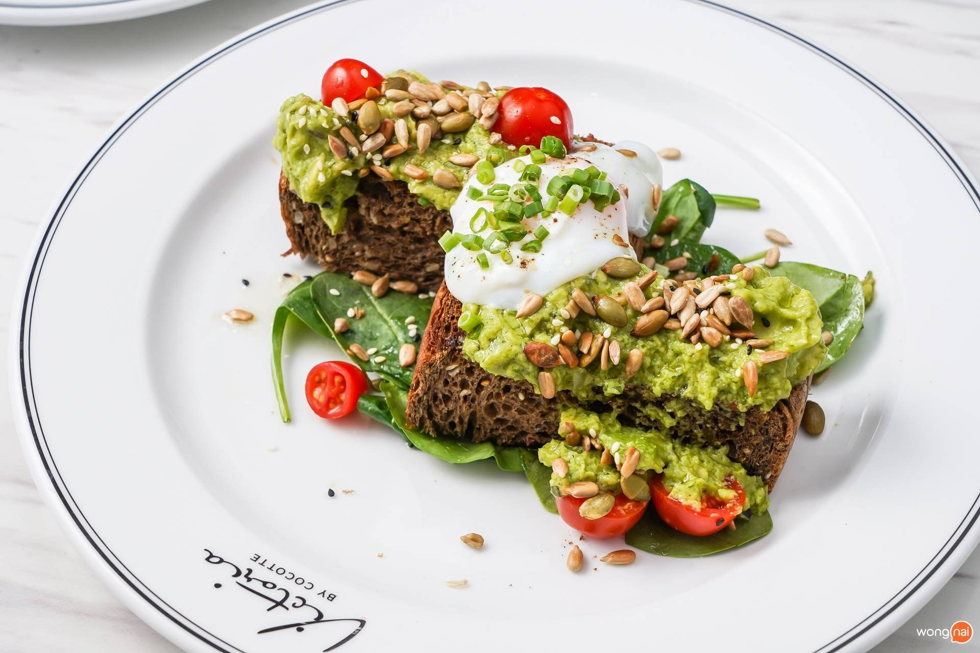Healthy Corner: Avocado Toast (420 บาท)