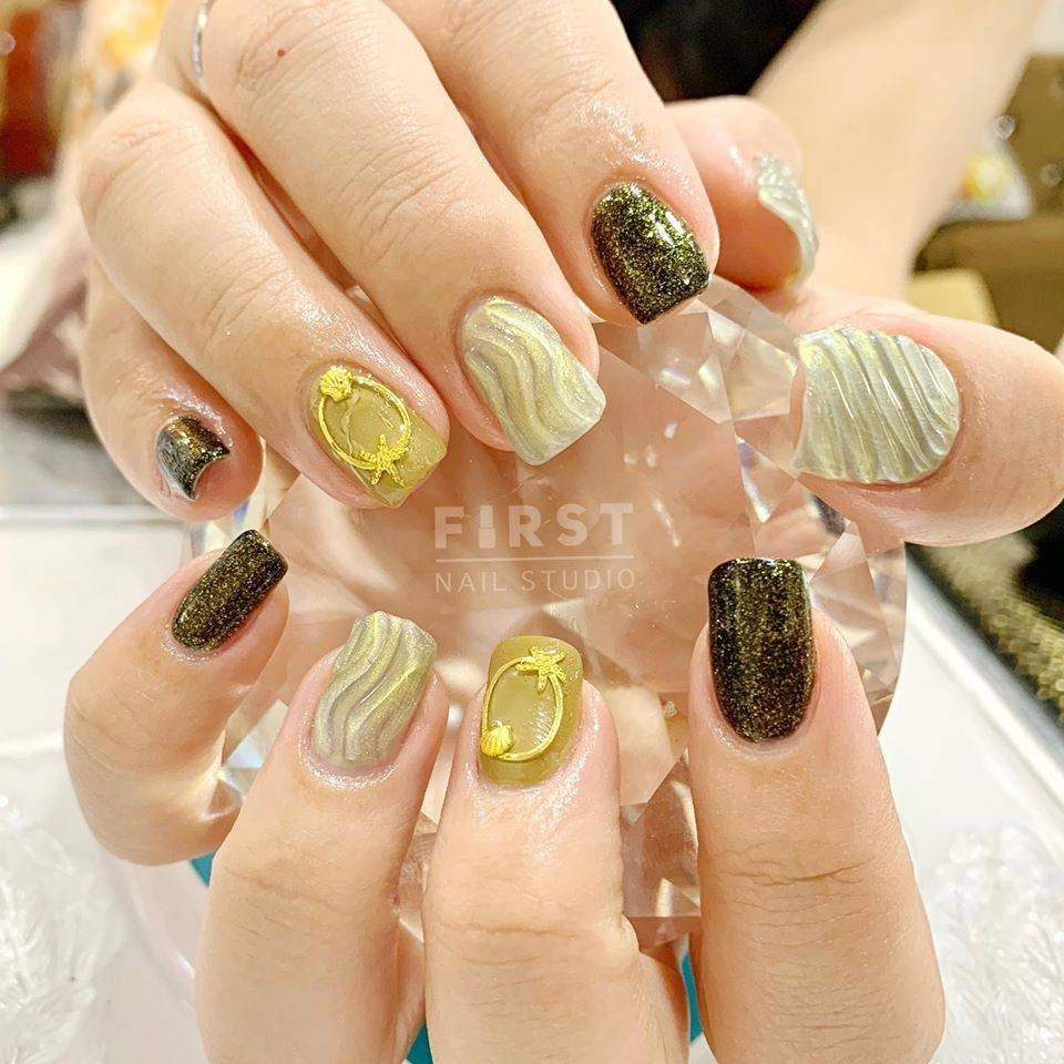 https://www.facebook.com/FiirstNailStudio/