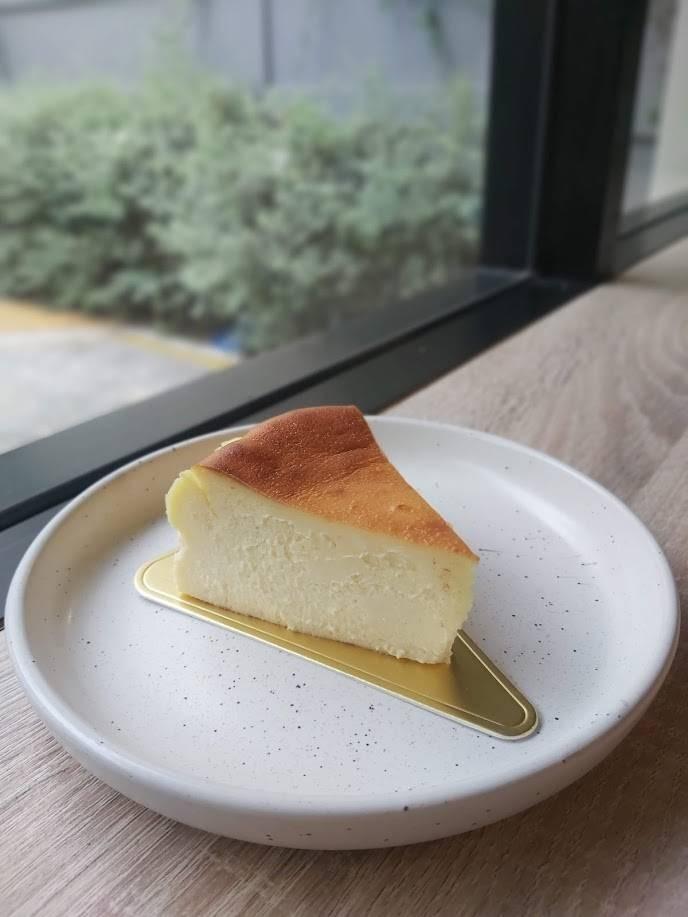 ฺBasque Cheesecake (190.-) หอมชีสสุดๆ เนื้อแน่นแต่ละลายในปากไปเลยจ้า
