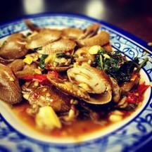 หอยลายจานนี้ นอกจากหอมหวานน่าแหวกชิมแล้ว ราคาเพียง 80 บาทเท่านั้น
