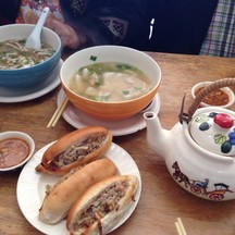 ก๋วยจั๊บญวน ข้าวต้มปลา ขนมปังญวน และน้ำชา ~^^~