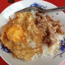 ข้าวหมูกระเทียม+ไข่ดาว ~