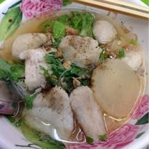 บะหมี่น้ำปลากระพง เนื้อปลาฟู สดมาก อร่อยลืมอิ่มเจ้าคะ^^