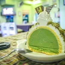Green Tea Ice Cream Roll Cake ของ Bud's Ice Cream เป็นของหวานหลังอาหารที่ฟินมากๆ