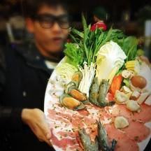 ชุดชาบู (ขออนุญาตเบลอ เดี๋ยวผู้คนเห็นรูปผมแล้วจะกินอาหารไม่ลง 5555)