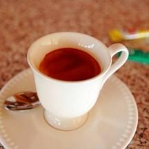 กาแฟเอสเพรสโซ่ร้อนๆ เข้มข้น