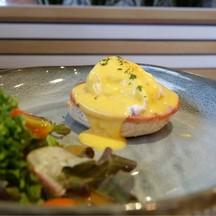 egg benedict (mini 150.-)