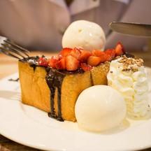 Choc toast strawberry