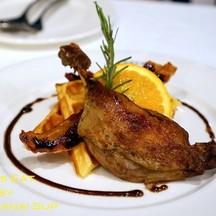 Warm Waffle with Crispy Duck Leg (350บาท)
