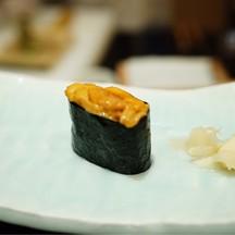 uni sushi ต้องรับจากมือเชฟเท่านั้นค่ะ อันที่รับถ่ายไม่ทัน😂 คำนี้คือสั่งเพิ่มค่ะ