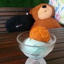 หม่ำไอศครีมกับพี่หมี 😄😄