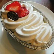หวานเค้กและครีมนิดหน่อยตัดกับรสเปรี้ยวของสตอเบอรี่สด อร่อยฝุดๆ