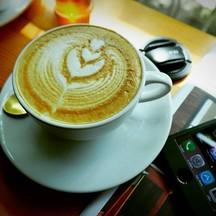 วันนี้ได้ชิมลาเต้ร้อน เมล็ดกาแฟจากโรงคั่วที่เชียงใหม่ หอม รสนุ่ม