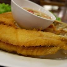 ปลาไม่ค่อยกรอบเลย เหมือนทอดนานแล้ว ราคาตามน้ำหนัก(410-)