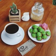 espressoขมเข้มหอมกรุ่นกับความหอมนุ่มละมุนละมัยของขนมครกร้อน ก็จัดว่าเด็ดทีเดียว