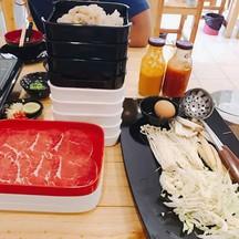 ส่วนรูปนี้ผมสั่งผักกระล่ำปลีซอย เห็ดเข็มทอง เห็ดออริจิ