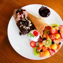 สุดฟินกับ Brownie และผลไม้สดแสนอร่อย