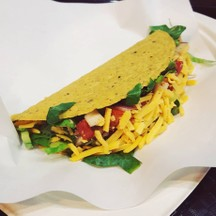 Taco ไก่ (65฿) เมนูที่น่าจะถูกสุดในร้าน ชิ้นประมาณฝ่ามือจร่ะ