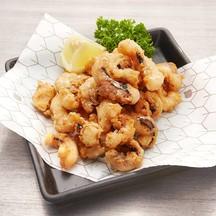 นำหนวดปลาหมึกชิ้นโตมาชุบแป้งทอด เติมความอร่อยด้วยเครื่องเทศต่างๆ