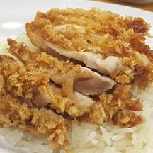 ข้าวมันไก่ทอด : ไก่ทอดมายังไม่กรอบนัก เนื้อไก่ธรรมดาๆจ๊ะ