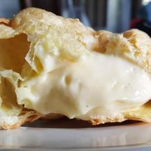 Pie cream puff custard (55 บาท)