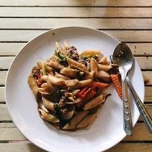 เพนเน่เนื้อราดซอสพริกไทยดำ