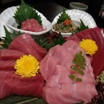 ชูโทโร่ในจานนี้ดีมว๊ากกกกกกกก มันกำลังดี อากามิก็อร่อยกว่าที่อื่นๆ ที่เคยกินมา โ