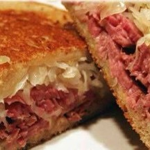 The Reuben (Pastrami or Corned Beef) come with pickles and coleslaw M280/L380