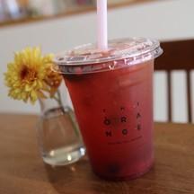 เป็น Blend Black Tea ของทางร้าน ผสมกับ Homemade Real Fruit Infused ลงตัวมากมาย